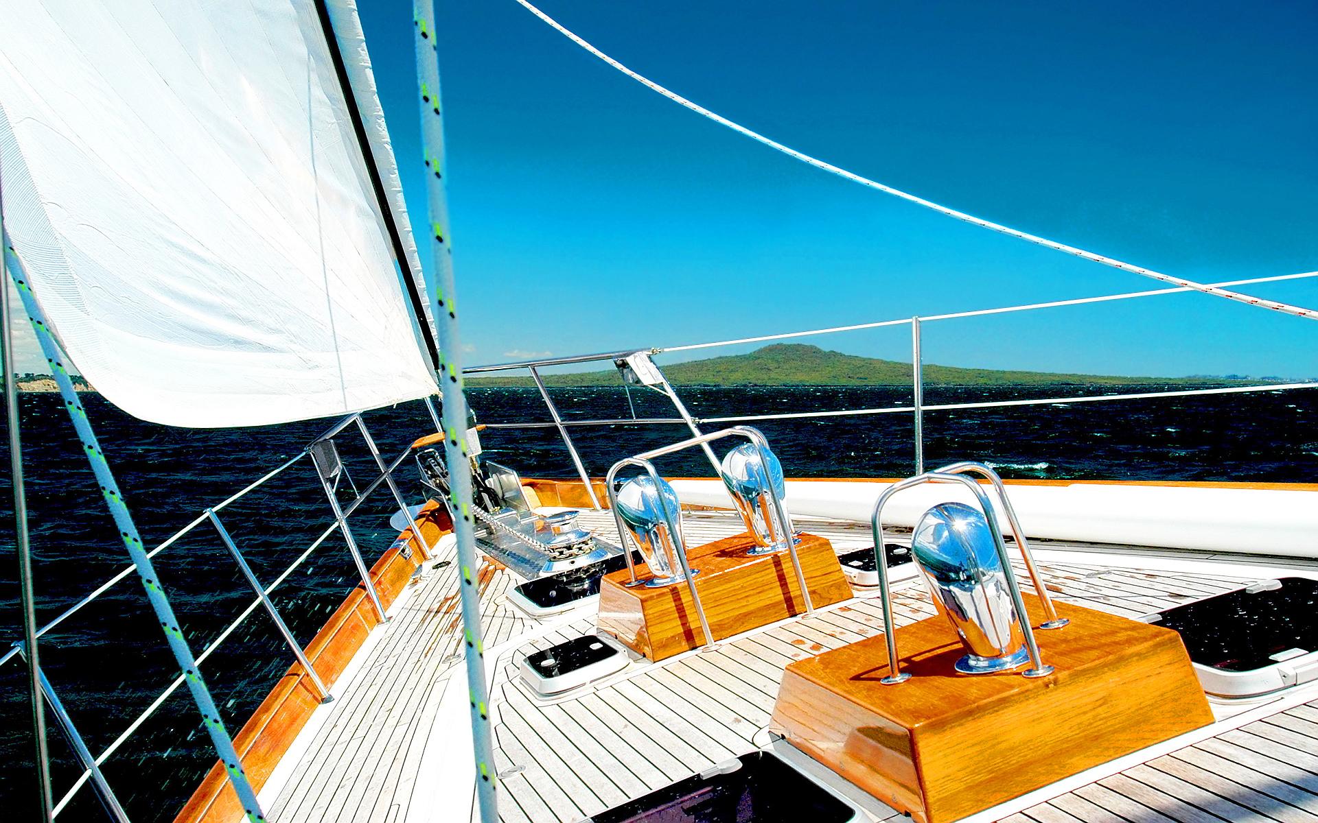 sail-boat-deck